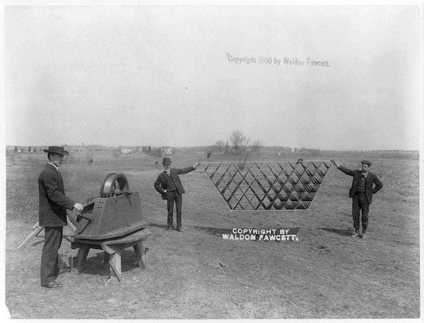 Bell_tetrahedral_antenna_kite (2)