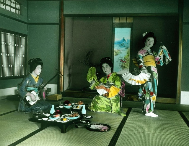 "Herbert Geddes' ""Life in Japan"" Collection: Hand-Coloured Glass Transparencies of the Meiji-Era"