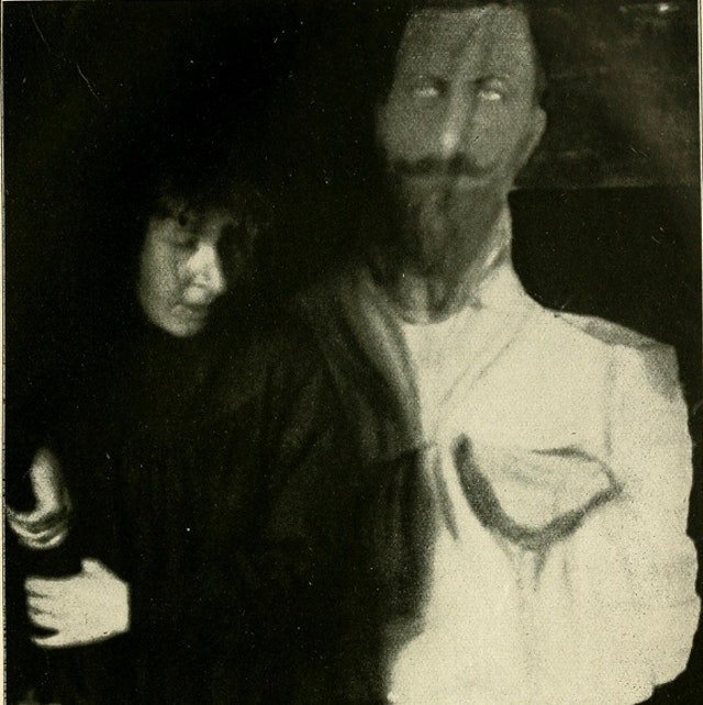 Photographs from a séance with Eva Carrière (1913)