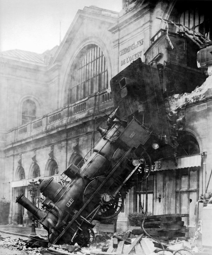 The derailment at Gare Montparnasse